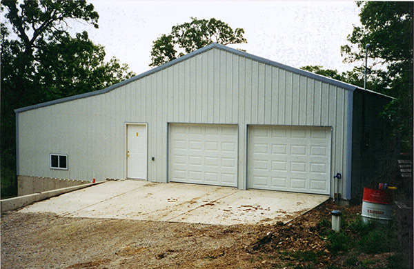 Two-level shop/garage on concrete slabs